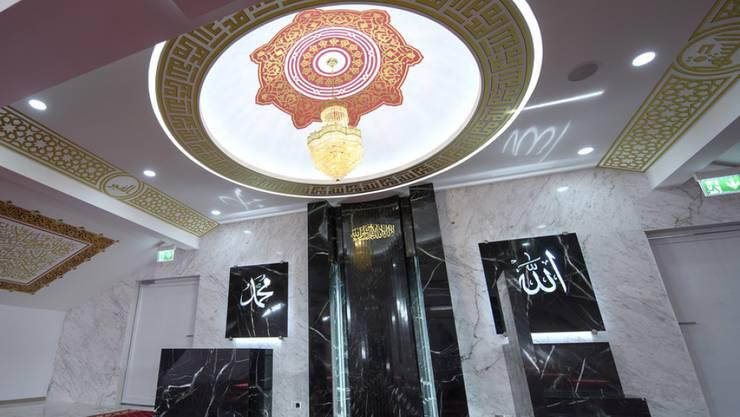 Der grosse Gebetsraum der neuen Moschee in Plan-les-Ouates in der Nähe von Genf bietet Platz für 300 und 350 Personen.