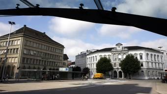 Beamten, die vom Volk oder vom Kantonsrat gewählt werden, müssen im Kanton Solothurn Wohnsitz nehmen.