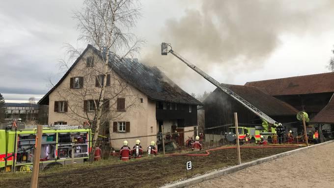 Das abgebrannte Haus ist nun einsturzgefährdet und nicht mehr bewohnbar.