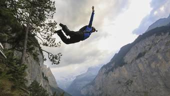 Das Lauterbrunnental mit seinen Felswänden zieht Basejumper aus aller Welt an. Immer wieder kommt es aber auch zu Unfällen. (Themenbild)