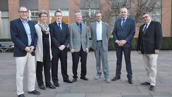 Der Dietiker Stadtrat hat sich konstituiert (v.l): Rolf Schaeren (CVP), Esther Tonini (SP), Roger Bachmann (SVP), Jean-Pierre Balbiani (SVP), Otto Müller (FDP), Heinz Illi (EVP), Roger Brunner (SVP)