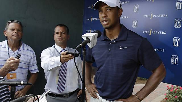Tiger Woods muss seine Aufgabe erklären.