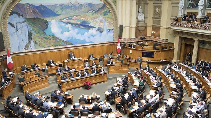 Stundenlange Debatte für den Papierkorb? Der Nationalrat hat das Budget 2017 in der Gesamtabstimmung abgelehnt und will es an den Bundesrat zurückweisen. (Archivbild)