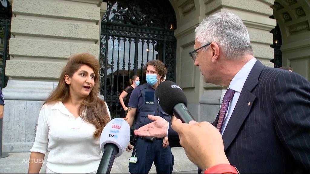 Andreas Glarner nach Wortgefecht mit Sibel Arslan mit Rücktrittsforderungen konfrontiert