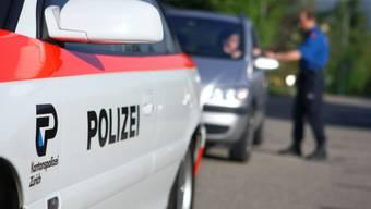 Die Kantonspolizei Zürich hat im Zuge einer grossangelegten Verkehrskontrolle in Laufen-Uhwiesen drei Personen verhaftet. (Symbolbild)