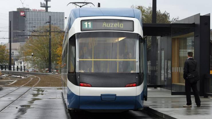 Vorgesehen ist, dass die Tramlinie 11 von der Haltestelle Radiostudio bis zur Station Holzerhurd an der Stadtgrenze verkehrt. (Themenbild)