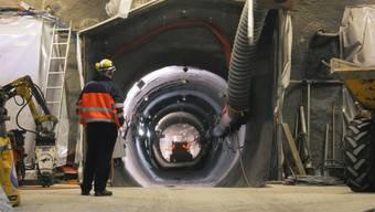 Blick in den 50 Meter langen Stollen des Heizexperiments der Nagra im Felslabor Mont Terri: Hier wird untersucht, wie sich Wärme auf die Sicherheitsbarrieren auswirkt.