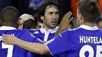 Raul (mitte) schoss für Schalke den wichtigen Treffer zum 1:1
