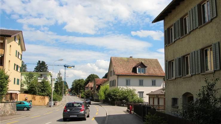 Die Erlinsbacherstrasse, wo die IBAarau bis 2020 eine neue Siedlung realisieren will. Kel
