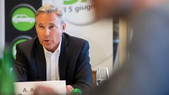 Verkehrs- statt Asylpolitik? SVP-Fraktionschef Adrian Amstutz beim Start der Milchkuh-Kampagne.Cyril Zingaro/key