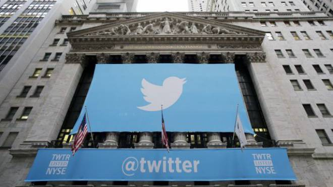 Das Twitter-Signet schmückt die Fassade der New Yorker Börse. Foto: KEYSTONE