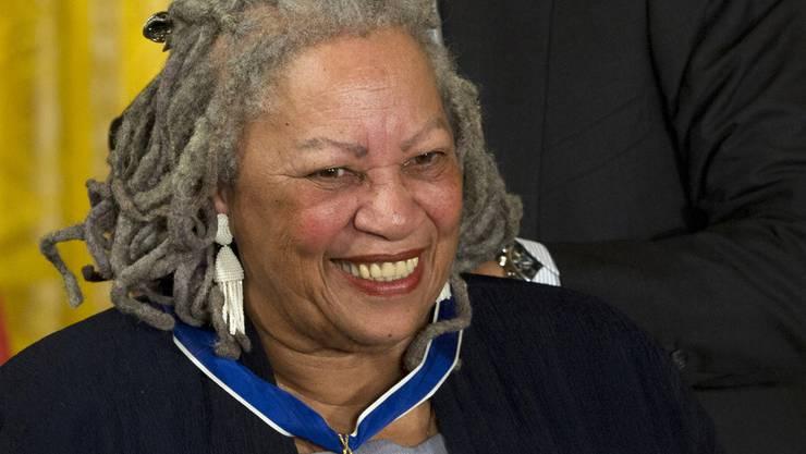 Die amerikanische Autorin Toni Morrison ist mit 88 Jahren gestorben. 1993 erhielt sie den Nobelpreis für Literatur.