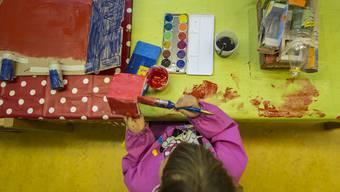 Durch spielerisches Üben werden die Kinder auf den Kindsgi vorbereitet (Symbolbild).