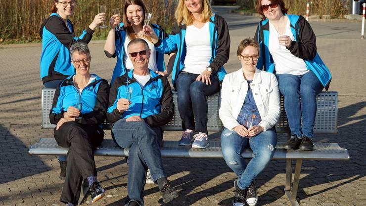 hvlnr:  Tami Nyffeler, Debby Nyffeler, Marlise Vogt, Sabine Hofmann                            vvlnr: Sonja Sanders, Kurt Aeberhard (Coach) Nadine Neyra