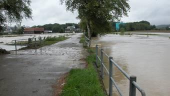 Der neue Schutzdamm soll Überschwemmungen an der Bünz (hier im August 2007) verhindern. fh/Archiv