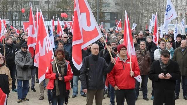 500 demonstrieren gegen Alstom-Abbau