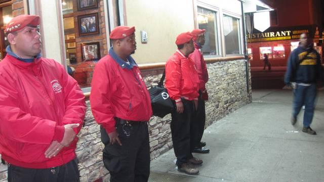 Die amerikanische Bürgerwehr Guardian Angels durchstreift ein Quartier auf der Suche nach einem Mörder.