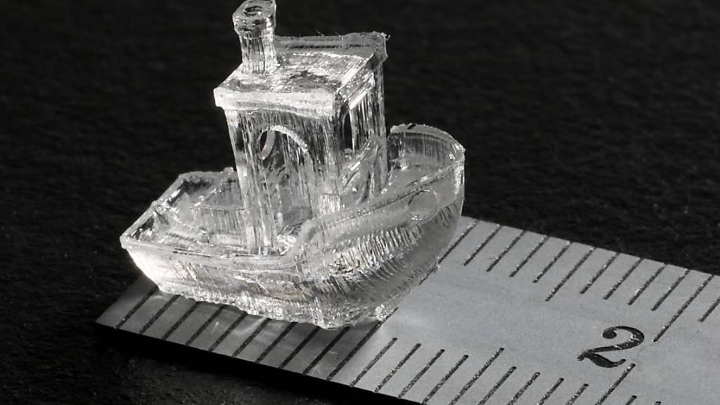 Winzig, hochdetailiert und innerhalb einer halben Minute gedruckt: Das Mini-Boot zeigt, was ein neues 3D-Druckverfahren kann.