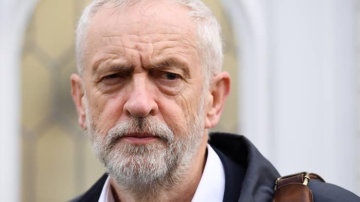 Labour-Parteichef Jeremy Corbyn hat den Weg für vorgezogene Neuwahlen im Dezember freigemacht.