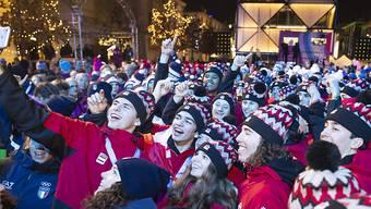 Noch ein letztes Selfie: Junge Sportler aus aller Welt feiern sich bei der Schlussfeier der Olympischen Jugend-Winterspiele in Lausanne