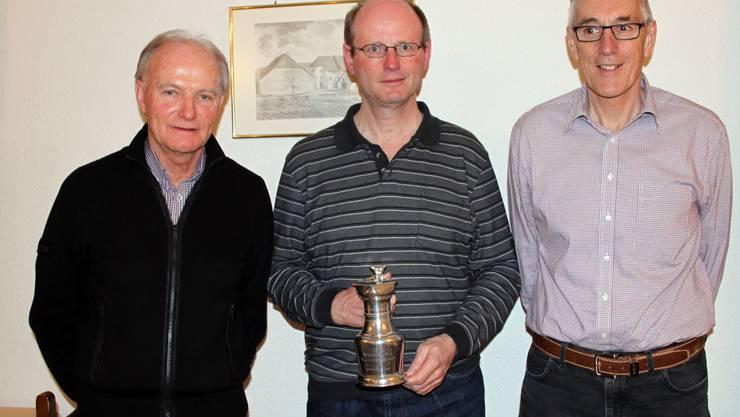 Das Siegertrio der Jahresmeisterschaft: Sieger Thomas Saner (mitte), gefolgt von Hans-Peter Furter (rechts) und Hans Rufli