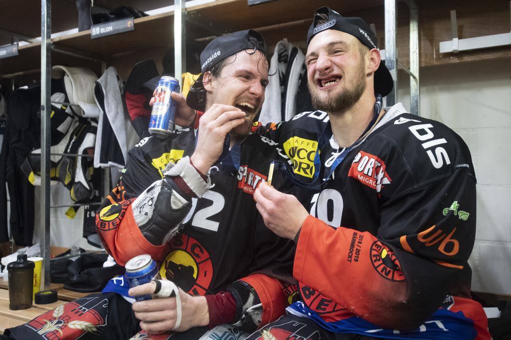 Gaetan Haas und Tristan Scherwey sind überglücklich. (© Keystone)
