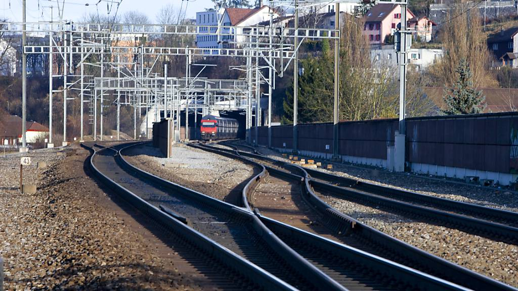 Bombendrohung: Polizei stoppt Zug mit 200 Passagieren
