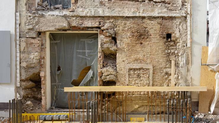 Beim Wohn- und Pflegezentrums Zum Lamm sind die Sanierungsarbeiten komplexer als angenommen. Die Wiedereröffnung verzögert sich dadurch um rund ein halbes Jahr.