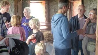 Lebhafte Gespräche hoch oben auf dem Storchenturm mit Vertretern des Natur- und Vogelschutzvereins Rheinfelden. Bild: Ingrid Arndt