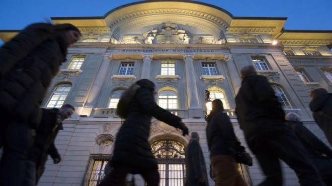 Erhält von Bankern Widerspruch wegen ihrer aufgegebenen Mindestkurs-Strategie: die Schweizerische Nationalbank in Bern. Foto: Keystone