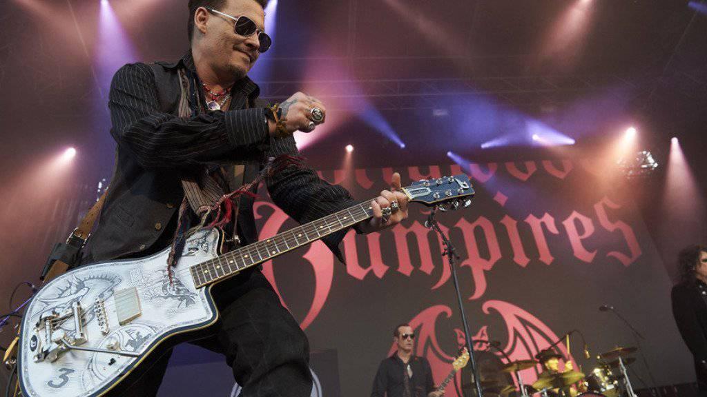 """Als Gitarrist der """"Hollywood Vampires"""" blüht Johnny Depp auf: Ausserdem gewinnt er Abstand zu seinem laufenden Rosenkrieg und der Schauspielerei, die er bekanntlich nur teilweise mag. (Archiv)."""