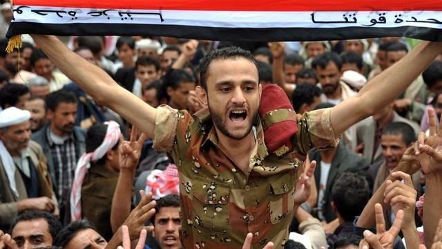 Ein Soldat protestiert in Sanaa gegen die Regierung von Präsident Saleh
