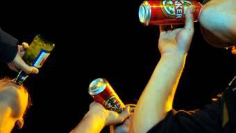 Eine aktuelle Studie von Sucht Schweiz zeigt auf, dass die Anzahl stationärer Behandlungen von Alkoholvergiftungen seit 2008 stetig abnimmt.