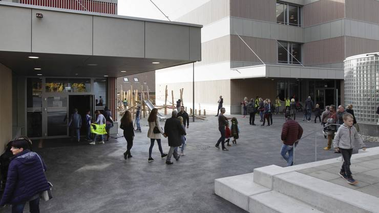 In Rütihof wurde letzten Samstag das neue Schulhaus eingeweiht - nachdem es seit bald einem Jahr in Betrieb ist.