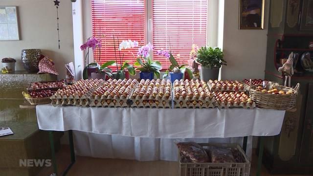 Hauptsaison für Eier-Färberin