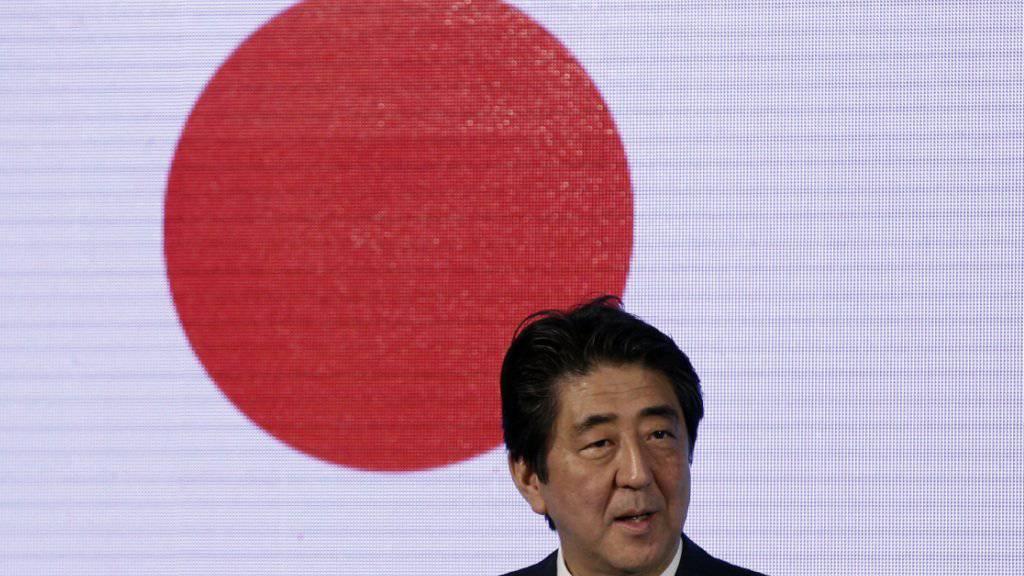 Muss schon zum zweiten Mal in seiner Amtszeit eine Rezession hinnehmen: Japans Regierungschef Shinzo Abe. (Archivbild)