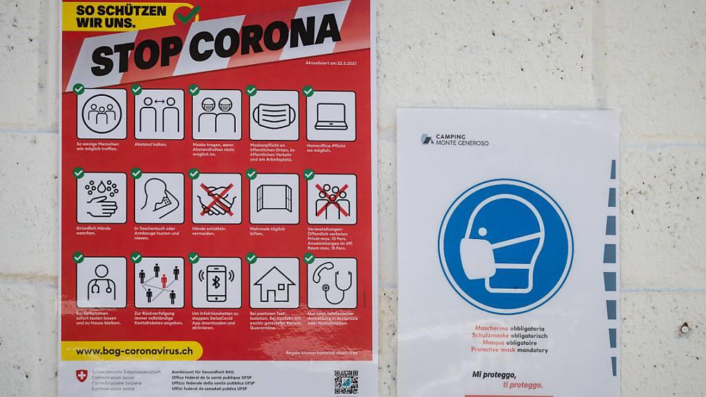 Dem Bundesamt für Gesundheit (BAG) sind am Freitag innerhalb von 24 Stunden 2894 neue Ansteckungen mit dem Coronavirus gemeldet worden. (Archivbild)