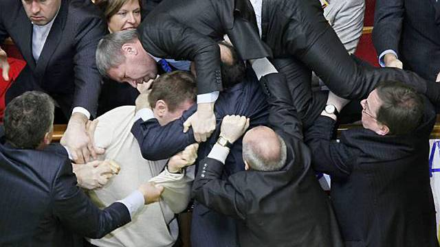 Handgreiflichkeiten während Diskussion über Pachtvertrag in Kiew