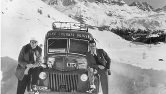 Ein Filmteam auf Reportage für die Schweizer Filmwochenschau. (Handout)