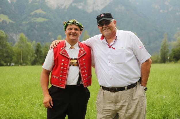 Nick Alpiger mit Präsident NWSV Daniel Dreier