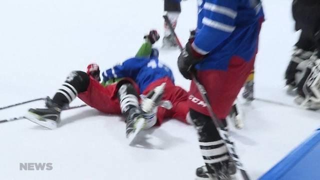 """FC Thun """"prügelt"""" sich auf dem Eis"""