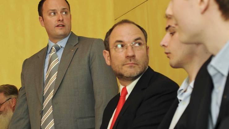 Forderungen im Blick: SVP-Präsident Sebastian Frehner (l.), Heinrich Ueberwasser (2. v. l.). (Toengi)