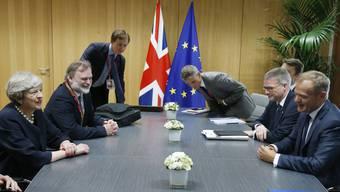 Harzige Verhandlungen: Die EU-Spitzen Jean-Claude Juncker und Donald Tusk sind mit der britischen Premierministerin Theresa May nicht einig.