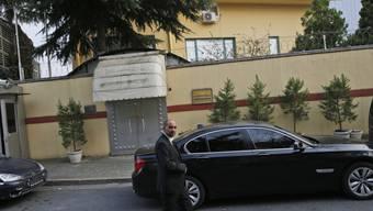 Ein Sicherheitsmann am Sonntag vor dem saudiarabischen Konsulat in Istanbul, wo Jamal Kashoggi vor bald drei Wochen zu Tode kam.