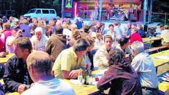 Gesellig: Seit fast hundert Jahren treffen sich die Leute am Waldfest. afu