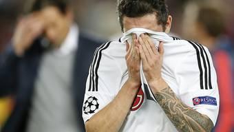 Leverkusens Roberto Hilbert kann seine Enttäuschung nicht verbergen (Archivbild)