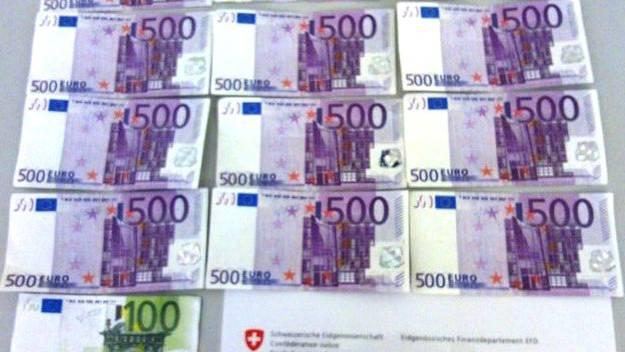 Ein Mann versuchte über 6000 Euro Falschgeld über die Grenze nach Frankreich zu schmuggeln.