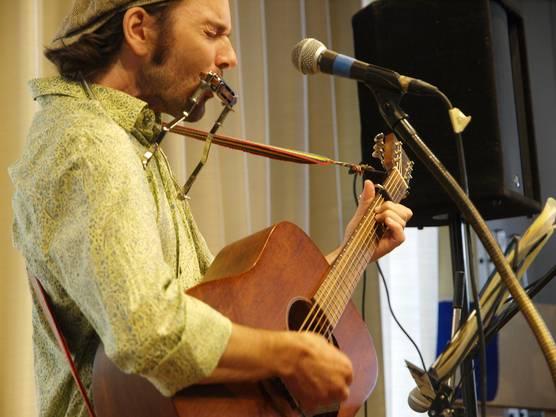 """Gabriel Kramer (Finalist) mit dem Lied """"Chopf oder Zahl"""""""