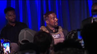Bei der ersten Veranstaltung seit Bekanntgabe seiner Präsidentschaftskandidatur hat US-Rapper Kanye West mit kontroversen und teils verwirrenden Aussagen für Aufmerksamkeit gesorgt.
