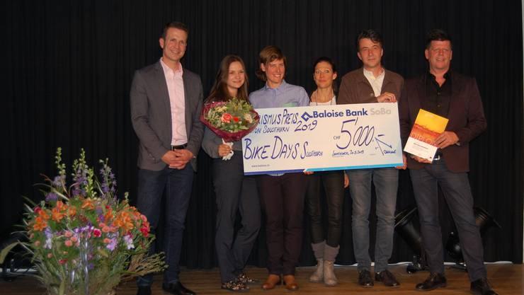 Gewinner Tourismuspreisverleihung Kanton Solothurn: Bernhard von Allmen (Baloise Bank Soba) mit Samira Veraguth, Nathalie Schneitter, Andrina Schneeberger, Valentin Peer, Erwin Flury (Bike Days).